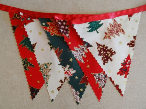 CHRISTMAS BUNTING - Trees - Red, Cream & Green on Red Ribbon - 3m/10ft - 14 flags (single-sided)